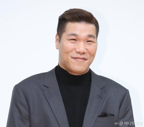 서장훈이 지난 1월 서울 목동에서 열린 TV 프로그램 제작 발표회에서 포즈를 취하고 있다. /사진제공=뉴시스