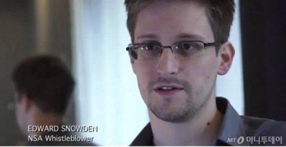 미국 정보당국의 기밀 감시프로그램을 폭로한 전 중앙정보국(CIA) 직원 에드워드 스노든. /사진=가디언 동영상 캡처
