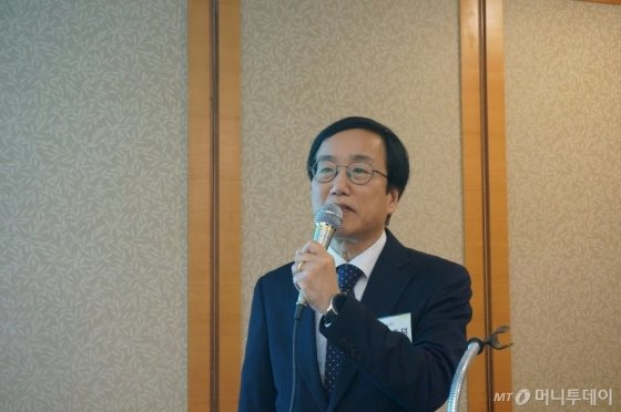 이종덕 서울바이오시스 대표가 17일 서울 여의도에서 개최한 IPO(기업공개) 간담회에서 발표하고 있다. /사진제공=서울바이오시스
