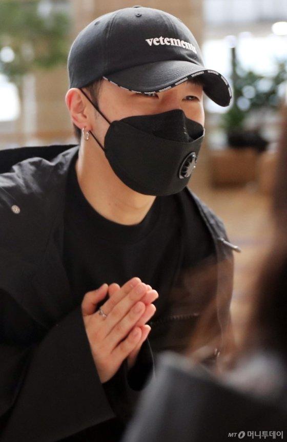 [사진]성규 '팬들에게 인사'