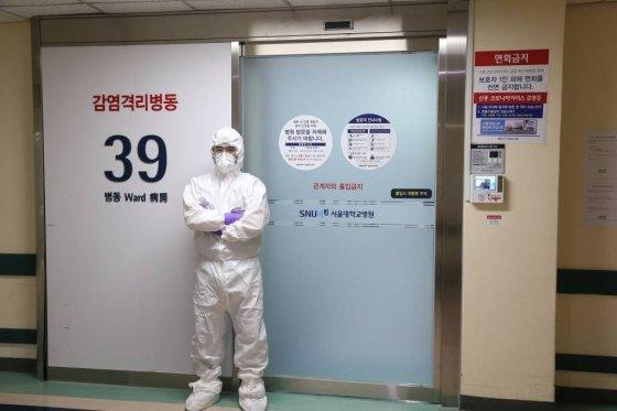 레벨D 방호복을 착용한 의료진. / 사진제공=서울대병원