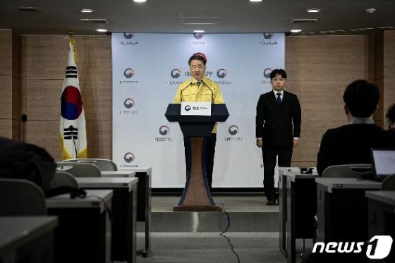 [사진] 정부 코로나19 통제가능 '경계' 수준 유지