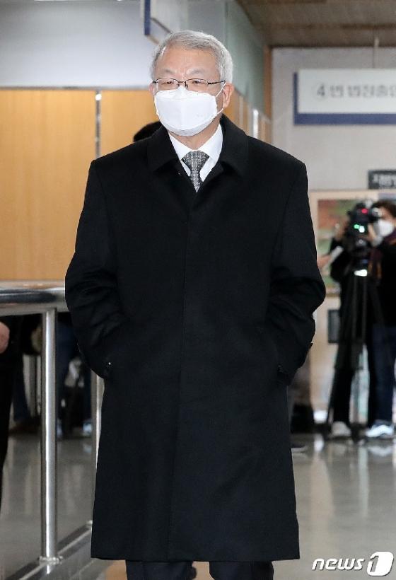 [사진] 양승태 전 대법원장, '폐 수술' 후 첫 재판 출석