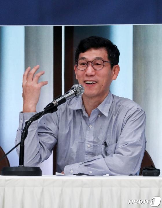 [사진] 규제개혁당 시·도당 창당발기인 대회 참석한 진중권 전 교수