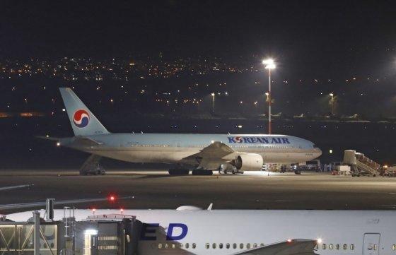 22일(현지시간) 이스라엘 텔아비브의 벤구리온 국제공항에 도착한 대한항공 여객기. /사진=AFP