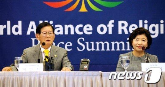 이만희 총회장(왼쪽)과 김남희씨/사진=뉴스1