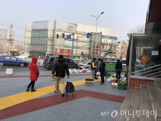 """""""이젠 중국이 한국인 격리"""" 돌아갈 주재원 가족들 어쩌나"""