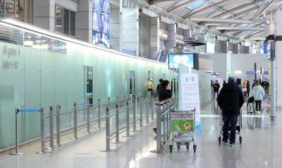 신종 코로나바이러스 감염증(우한 폐렴) 국내 확진자가 23명으로 늘어난 지난 6일 인천국제공항 출국장이 한산한 모습을 보이고 있다. /사진=뉴시스