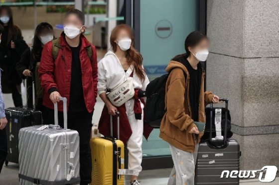 [사진] 모리셔스 입국 제한으로 귀국하는 신혼부부