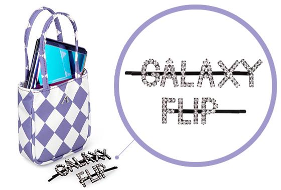 애슐리 윌리엄스가 갤럭시 Z 플립을 위해 선보인 마이크로 백과 헤어 핀./사진=사진=애슐리 윌리엄스