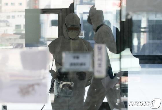 [사진] 이대 재학생 가족 코로나19 확진 '아산공학관 등 방역'