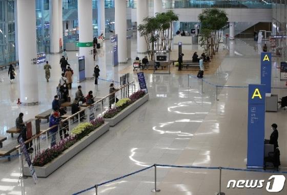 [사진] 코로나19 두려움 휩싸인 인천공항