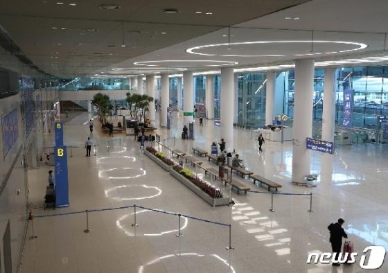 [사진] 코로나19 공포가 집어삼킨 인천공항