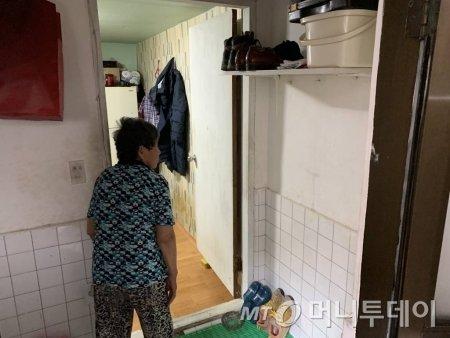 서울시 송파구 거여동 반지하촌 한 방 모습. /사진=임찬영 기자