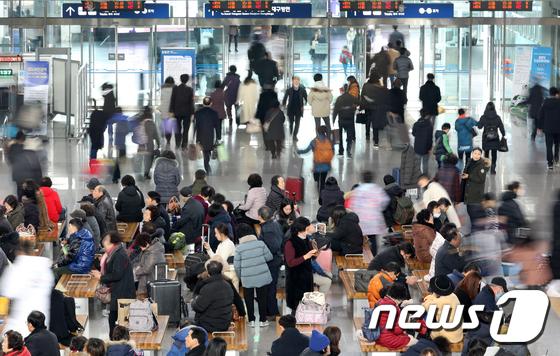 """박영선 """"내일부터 부산역에서도 마스크 판매"""""""