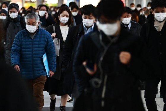 마스크를 쓴 일본 시민들. /사진=AFP