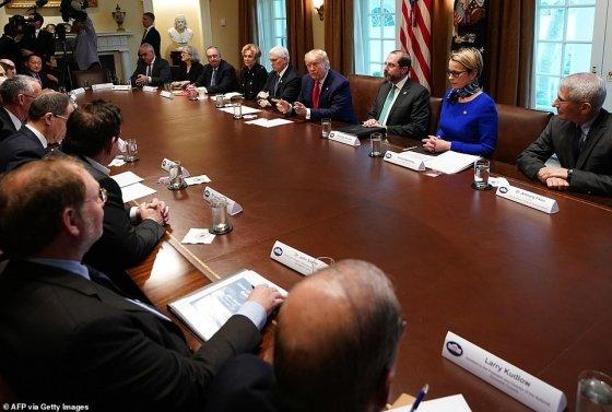조셉 김 이노비오 대표(왼쪽 위 끝)가 2일(현지시간) 미국 백악관에서 열린 코로나19 관련 제약회사 경영진과의 회의에 참석했다./사진제공=AFP via Getty Images