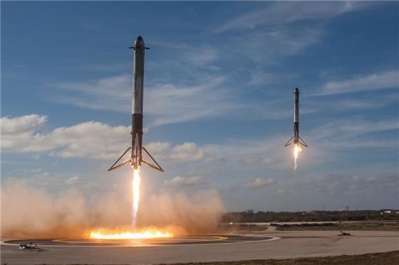 재사용 로켓이 예정된 착륙지점에 무사히 내려앉는 모습/사진=스페이스X