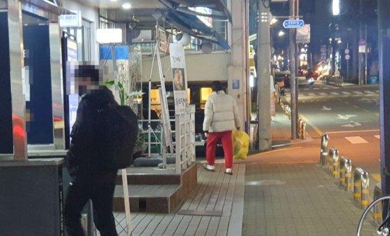 6일 저녁 서울 강남구 대치동 인근 영세소형 학원이 있는 골목길 /사진=최동수 기자
