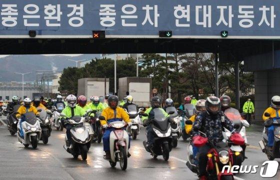 울산시 북구 현대차 명촌정문에서 직원들이 출퇴근하는 모습. /사진=뉴스1