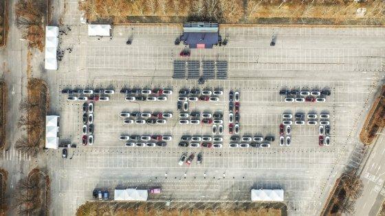2019년 11월 테슬라가 국내에서 진행한 '모델3' 대규모 고객 인도 행사. /사진제공=테슬라