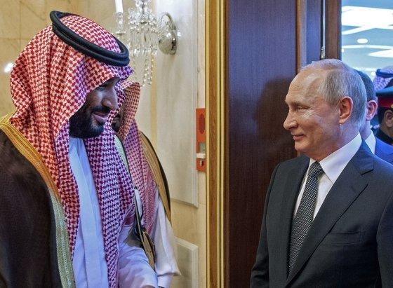 모하메드 빈 살만 사우디 왕세자와 블라디미르 푸틴 러시아 대통령/사진=AFP