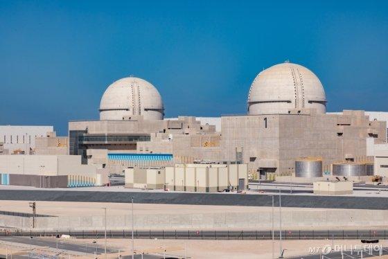 한국의 첫 수출 원자력발전소인 아랍에미리트(UAE) 바라카 원전 1·2호기./사진제공=한국전력