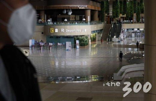 세계보건기구(WHO)가 코로나19에 대해 펜데믹(Pandemic)을 선언한 12일 서울 강서구 김포국제공항 국제선 청사가 한산한 모습을 보이고 있다./사진=이기범 기자