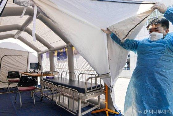 5일 경기 김포시 뉴고려병원에 마련된 신종 코로나바이러스 감염증(코로나19) 선별진료소의 모습. /사진공동취재단 / 사진=사진부 기자 photo@