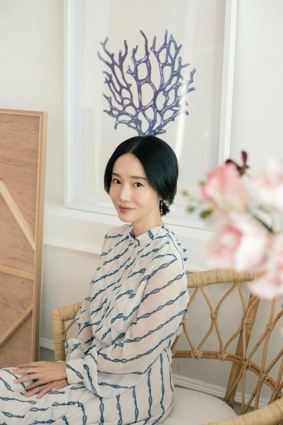 데뷔 25년째를 맞은 가수 겸 배우 이정현. 그는 최근 '테크노 여전사' 이미지로 재조명받고 있다. /사진제공=파인트리 엔터테인먼트