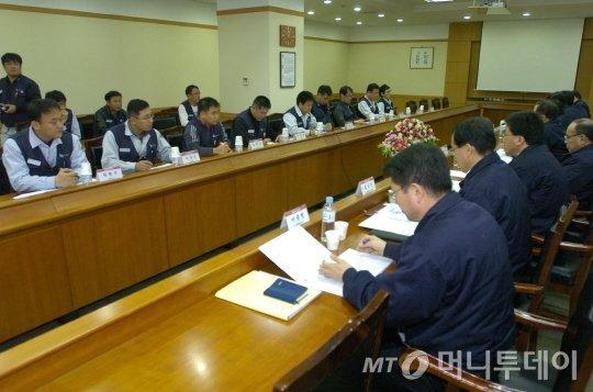 2008년 12월 기아차 노사가 노사합의문을 만들기 위한 회의를 진행하고 있다./사진=머니투데이DB