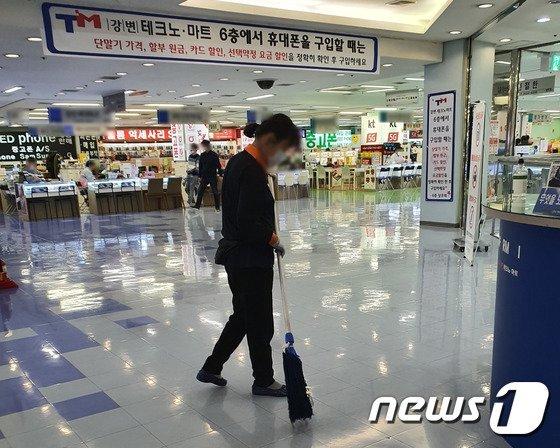 갤럭시 S20이 출시된 지난 6일 서울 강변 테크노마트 휴대폰 집단상가. 사진=뉴스1