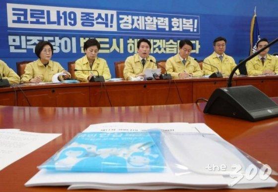 더불어민주당 이인영 원내대표가 24일 오전 서울 여의도 국회에서 열린 코로나19 국난극복위원회 실행위원회 회의에서 발언하고 있다.