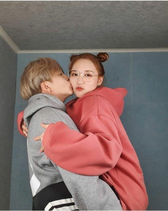 문에스더와 송유빈의 사진./사진=문에스더 인스타그램