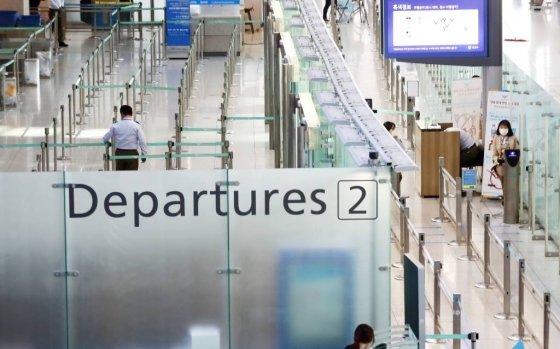 한일 두 나라 간 상호 무비자 입국이 중단된 지난 9일 인천국제공항 1터미널 출국장이 한산한 모습을 보이고 있다. /사진=뉴시스