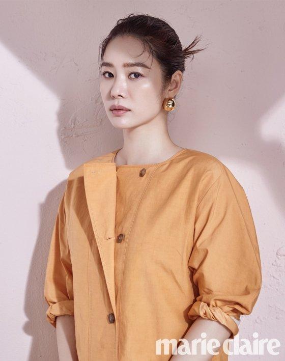 배우 김현주/사진제공=마리끌레르