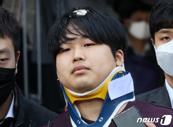 인터넷 메신저 텔레그램에서 미성년자를 포함한 여성들의 성 착취물을 제작 및 유포한 혐의를 받는 '박사방' 운영자 조주빈(25) © News1 송원영 기자