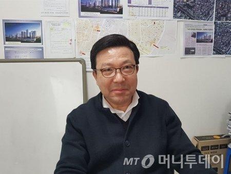 김창근 마포 염리동 재개발 추진위원회 위원장/사진= 박미주 기자