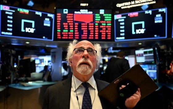 '월가의 아인슈타인'으로 불리는 뉴욕증권거래소(NYSE)의 유명 트레이더 피터 터크먼(63)가 26일(현지시간) 코로나19에 감염된 것으로 확인됐다. /AFPBBNews=뉴스1
