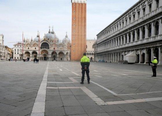 코로나19 확진자가 급증하고 있는 이탈리아 베니스의 세인트 마크 광장이 한적한 모습을 보이고 있다. /사진 = 로이터