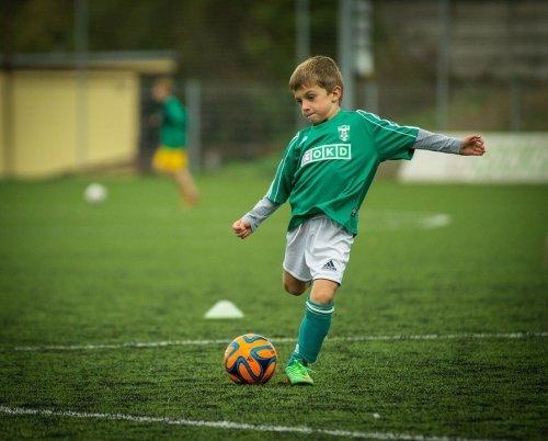 축구하는 어린이 /사진=pixabay