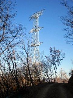 경남 밀양 단장면 84번 송전탑. 25일 조립이 완료됐다. 지난달 2일 공사를 재개한 후 처음이다. /사진제공=한국전력