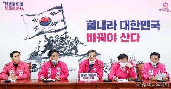 미래통합당 박형준 공동선대위원장이 서울 여의도 국회에서 열린 선거전략대책회의에서 발언하고 있다. / 사진=홍봉진 기자 honggga@