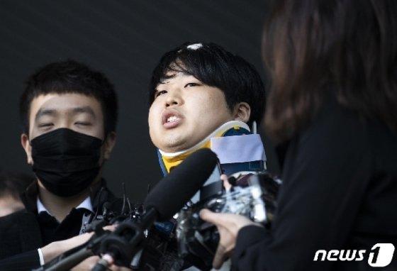 텔레그램에서 미성년자를 포함한 최소 74명의 성 착취물을 제작·유포한 혐의를 받는 '박사방' 운영자 조주빈(25) © News1 송원영 기자