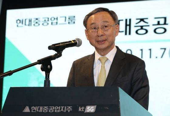 황창규 전 KT 회장, 지난해 보수 14억4200만원