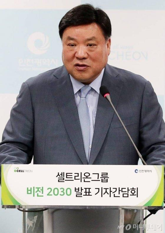 셀트리온 서정진 회장이 지난해 5월16일 오전 인천시청에서 열린 '셀트리온그룹 비전 2030 발표' 기자간담회에 참석해 주요 계획을 발표하고 있다. / 사진=김창현 기자 chmt@
