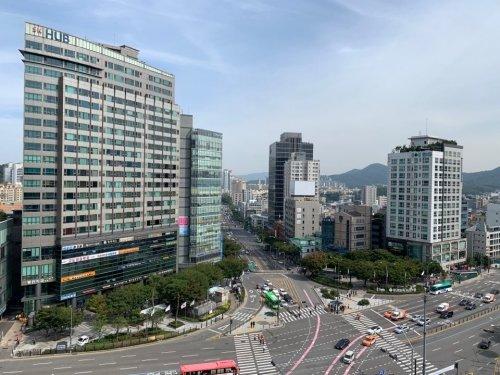 서울 양재역 인근 오피스 빌딩 및 상가 전경/사진= 상가정보연구소