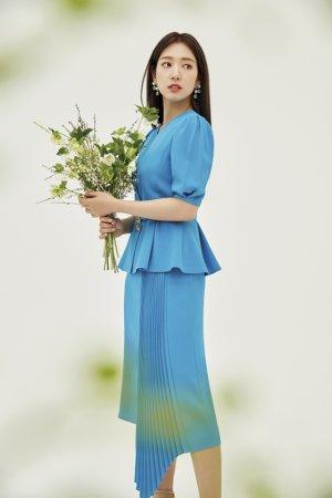 박신혜, 생기 넘치는 컬러 패션…