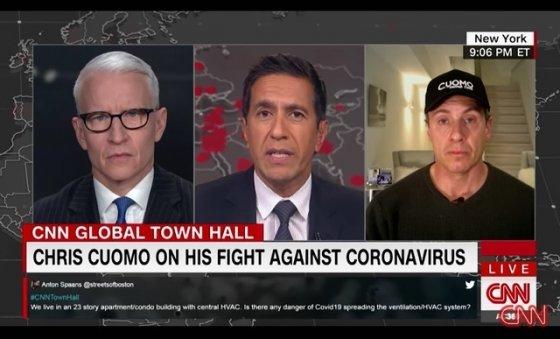 코로나19 확진 판정을 받아 자가격리중인 크리스 쿠오모 CNN 앵커(오른쪽)/캡쳐=CNN