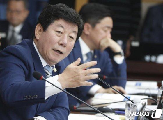 박재호 더불어민주당 의원이 지난해 10월 8일 오전 대전시청 대회의실에서 열린 국회 국토교통위원회의 대전시와 세종특별자치시에 대한 국정감사에서 질의를 하고 있다. /사진= 뉴스1